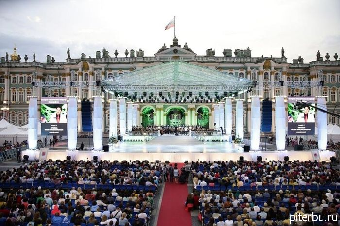 Когда лучше ехать в Петербург отдыхать?
