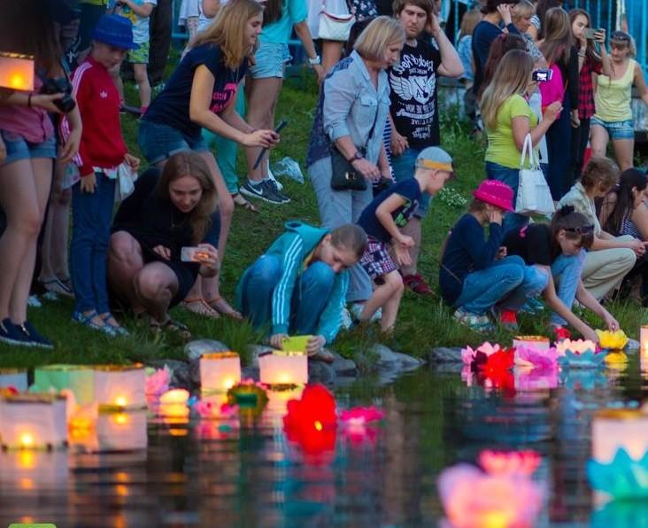 Фестиваль водных фонарей в Петербурге