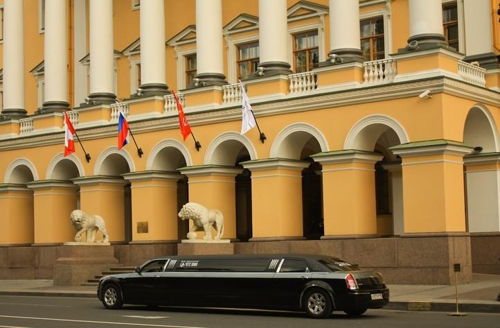 Лимузин и Шведского посольства.