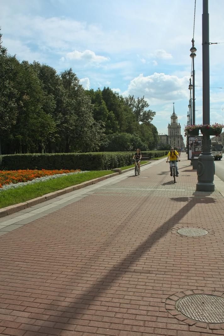 Велосипедисты на Московском проспекте
