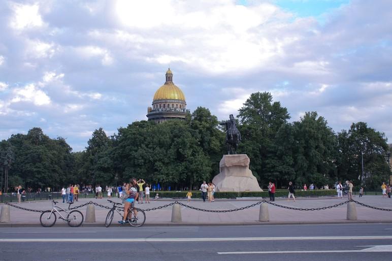 Казанский собор и памятником Петру