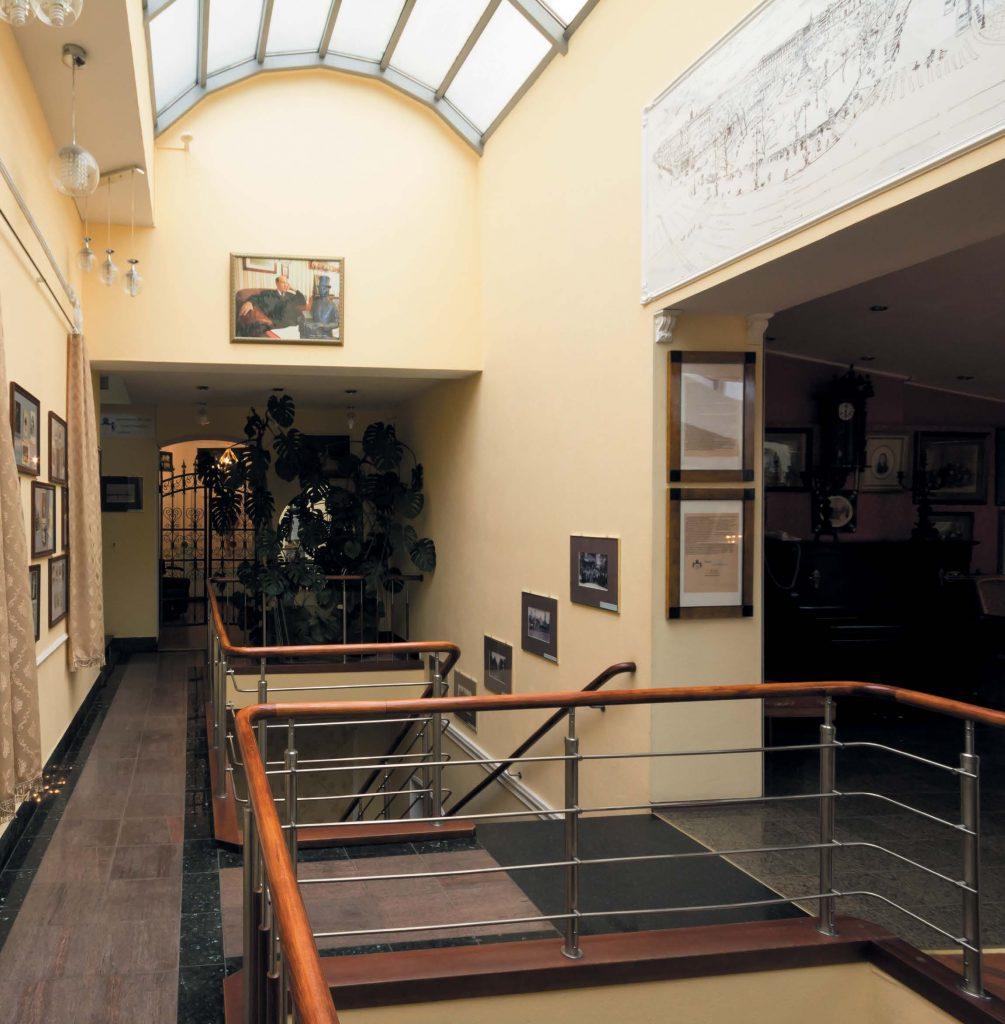 Сегодня в музее-фотосалоне Карла Буллы посетители могут взглянуть на интерьеры и обстановку, в которых работал мастер