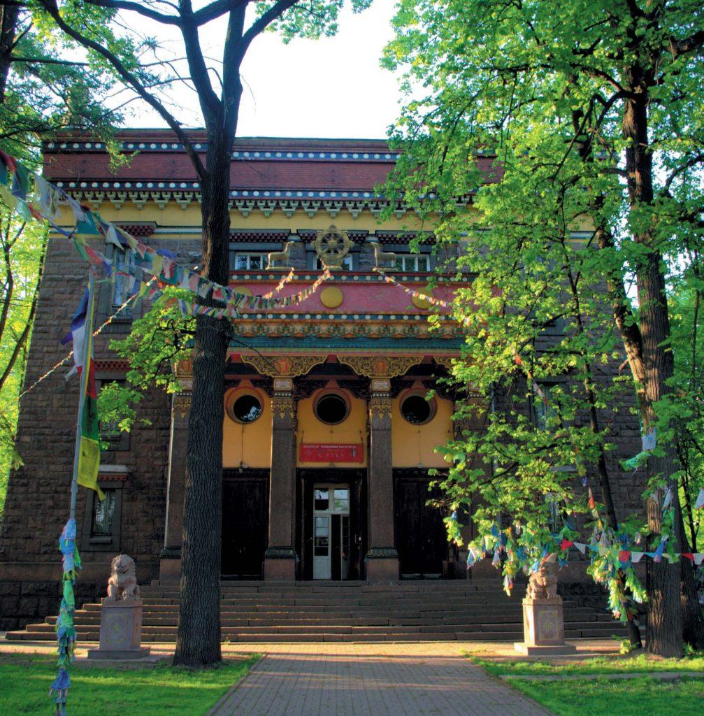 Архитектура буддийского храма впечатляет своей символичностью, которая во многом схожа со сказочностью