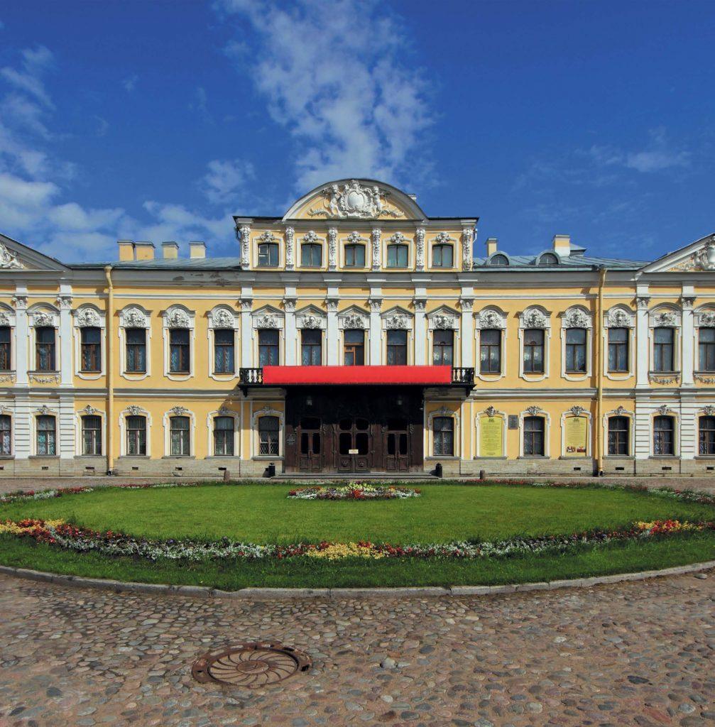 В наши дни в Шереметевском дворце разместились Музей музыки, Музей Анны Ахматовой и Театр на Литейном