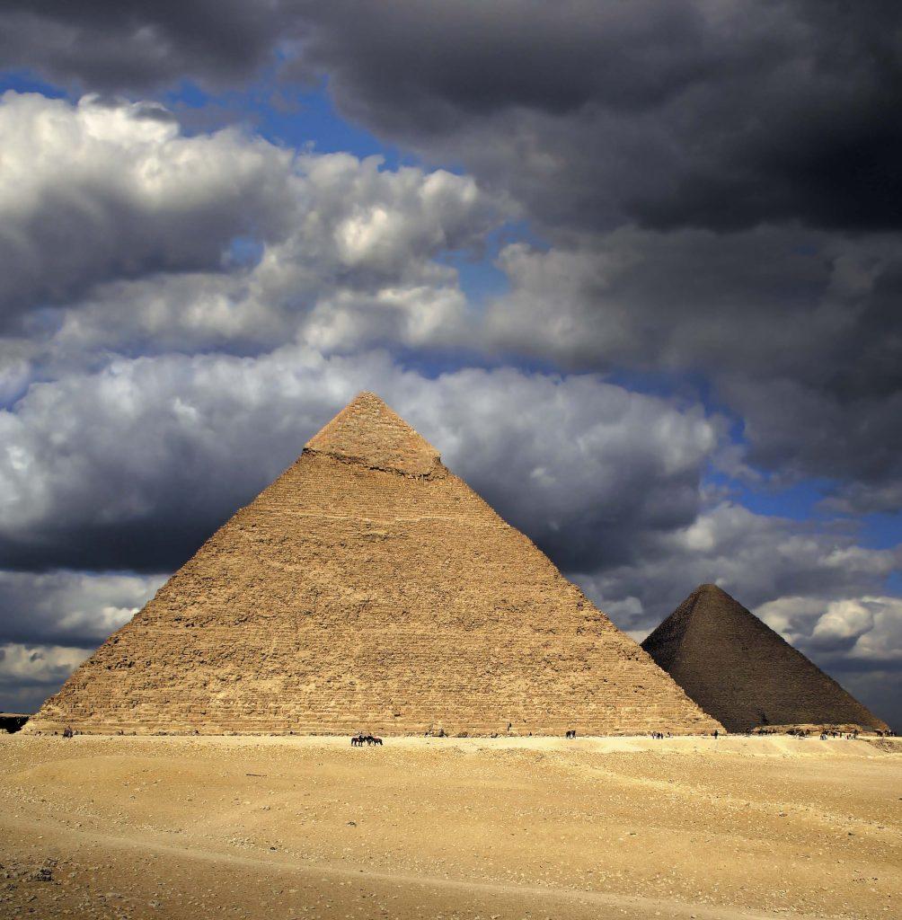 Санкт-Петербург расположен на одном меридиане с египетскими пирамидами