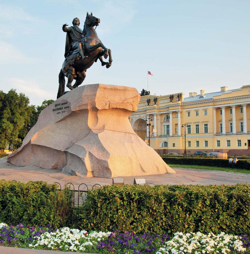 Предание о том, что статуя по ночам оживает, использовал в своей поэме «Медный всадник» Александр Сергеевич Пушкин