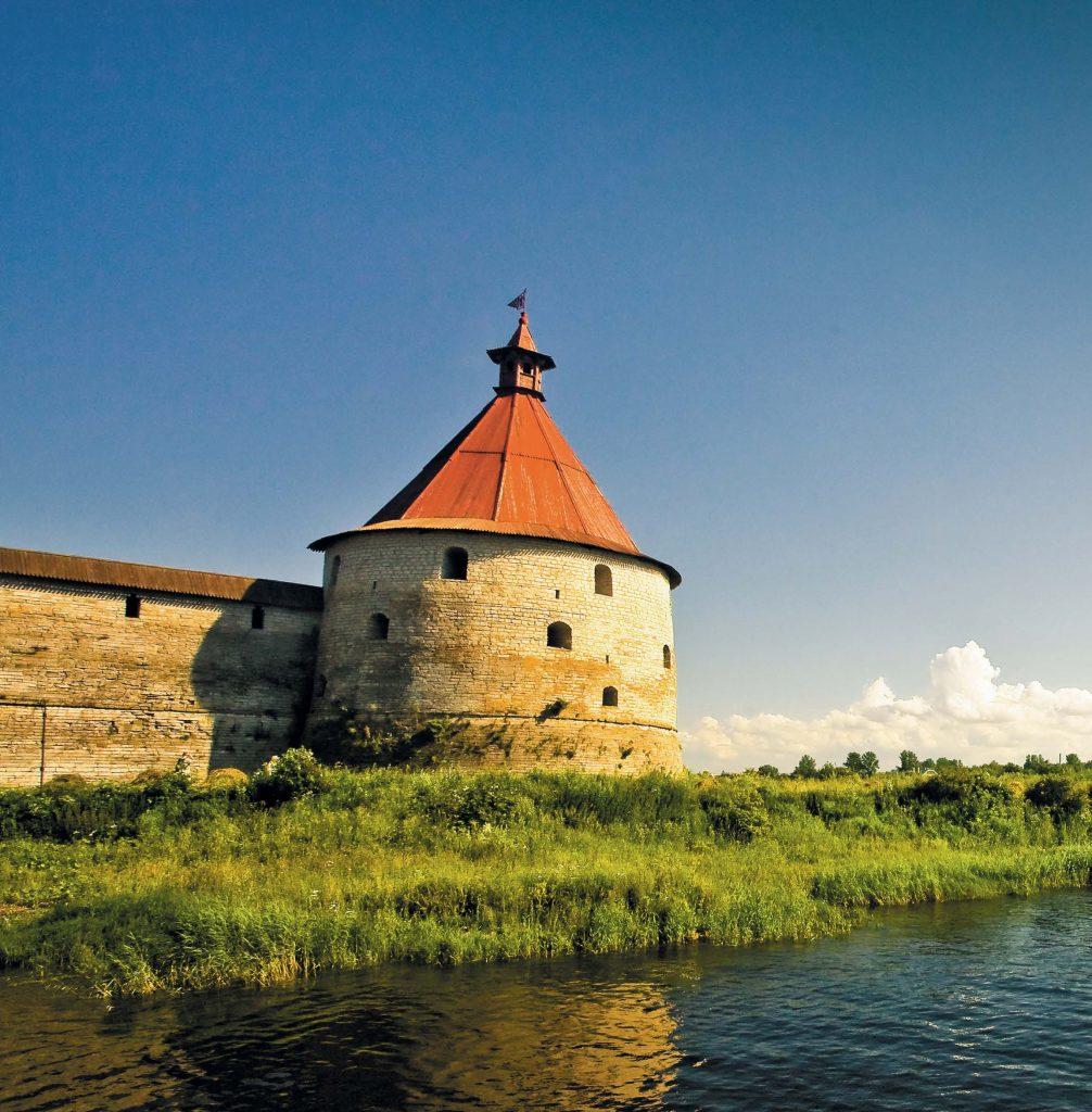 Крепость Орешек получила свое название благодаря Ореховому острову, на котором она была основана в 1323 г.