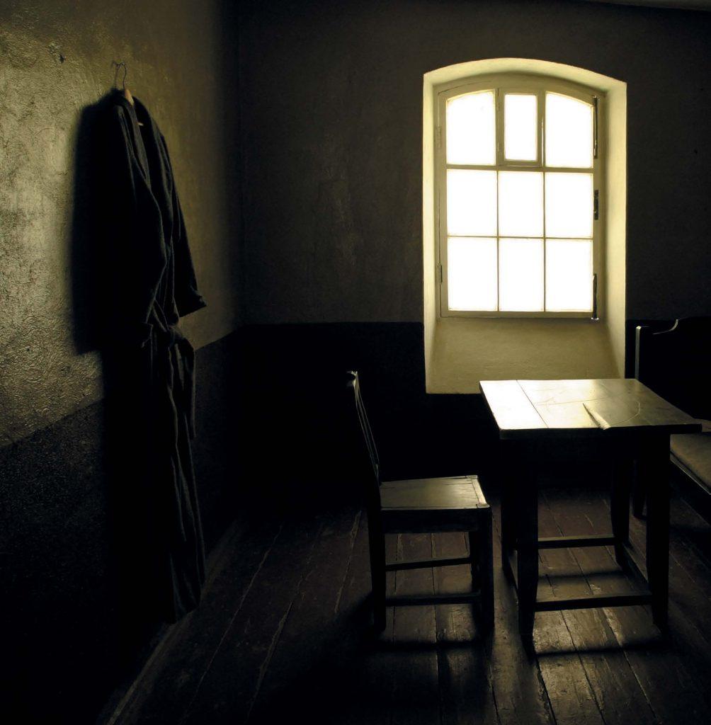 Одно из правил Шлиссельбургской крепости — полная тишина: даже надзиратели ходили в мягких тапках