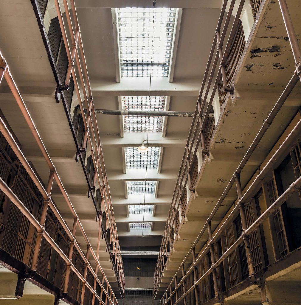 При строительстве Большой дом соединили переходами с бывшей царской тюрьмой