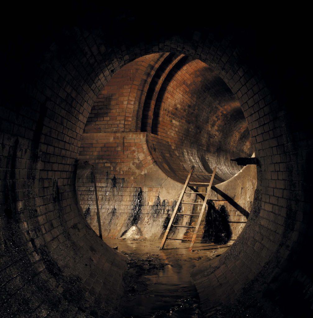 Говорят, что в старых подземных каналах проводят свои ритуалы некроманты