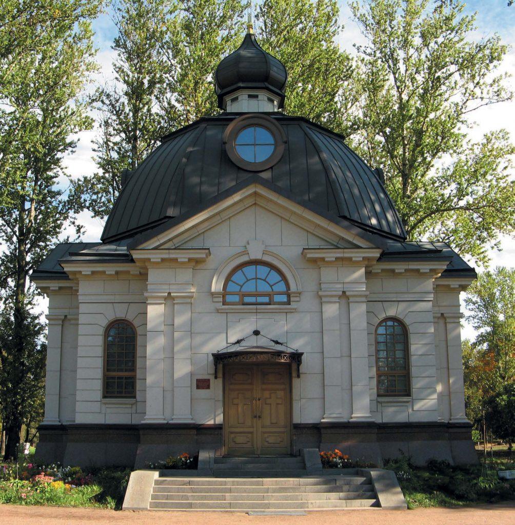 Мемориальная зона бывшего кирпичного завода (крематория) — храм всех Святых, в земле Российской просиявших