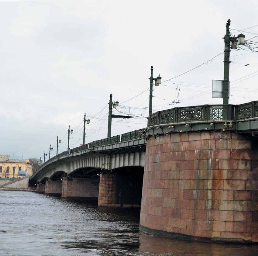 В 1991 г. на Литейном мосту не один раз видели призрак Владимира Ильича Ленина