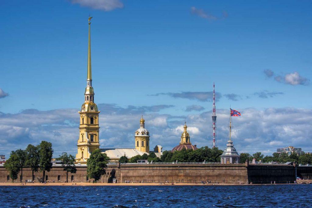 Петропавловский собор до 2012 г. был самым высоким зданием Санкт-Петербурга (его высота 122,5 м)