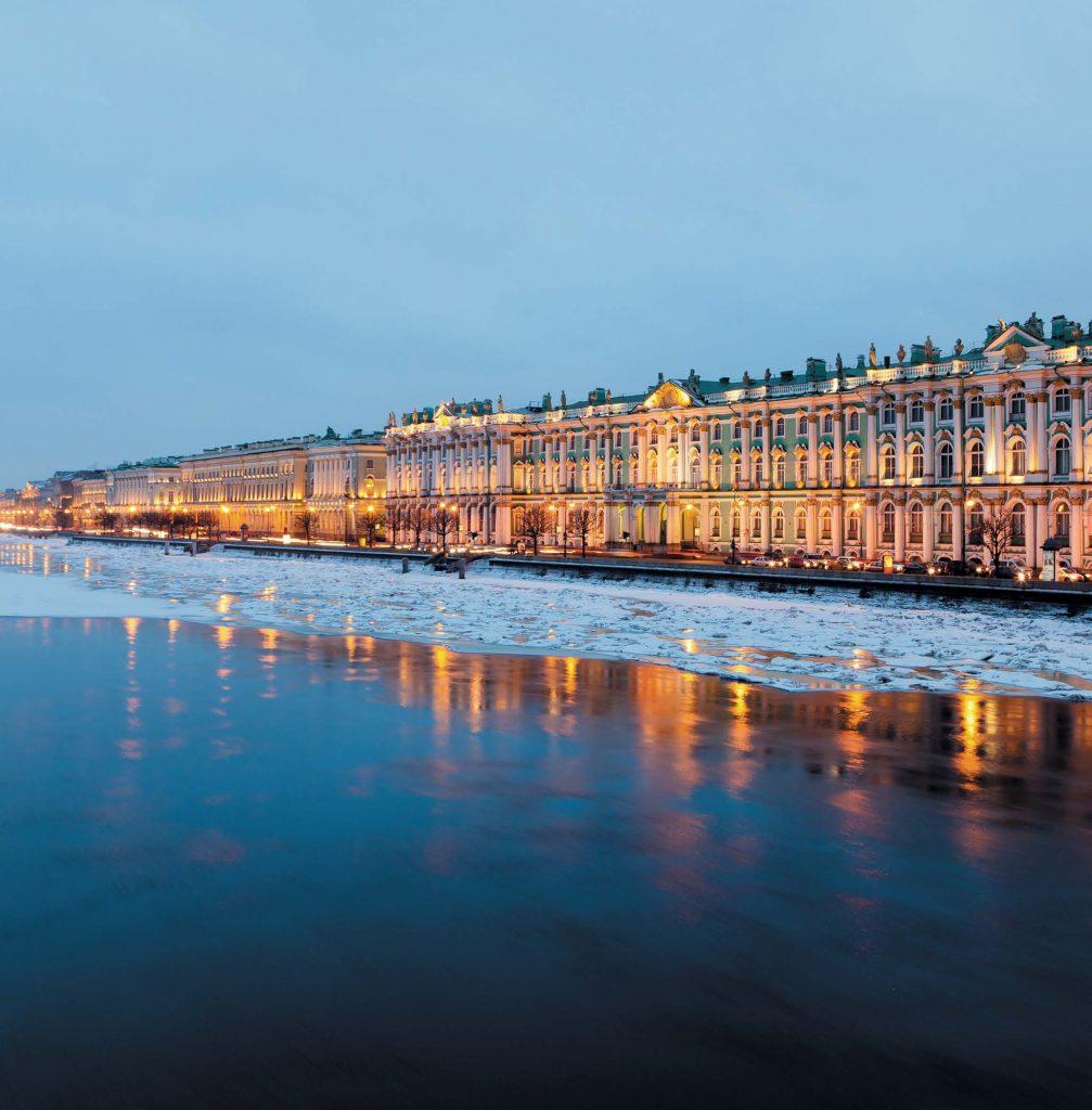 Парадный и величественный вид Зимнего дворца идеально соответствует масштабам и значению одного из крупнейших музеев России — Эрмитажа