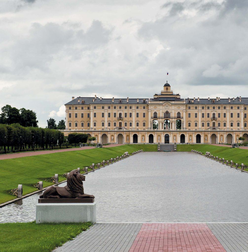 Сегодня Константиновский дворец — самое привлекательное и посещаемое место по дороге в Петергоф