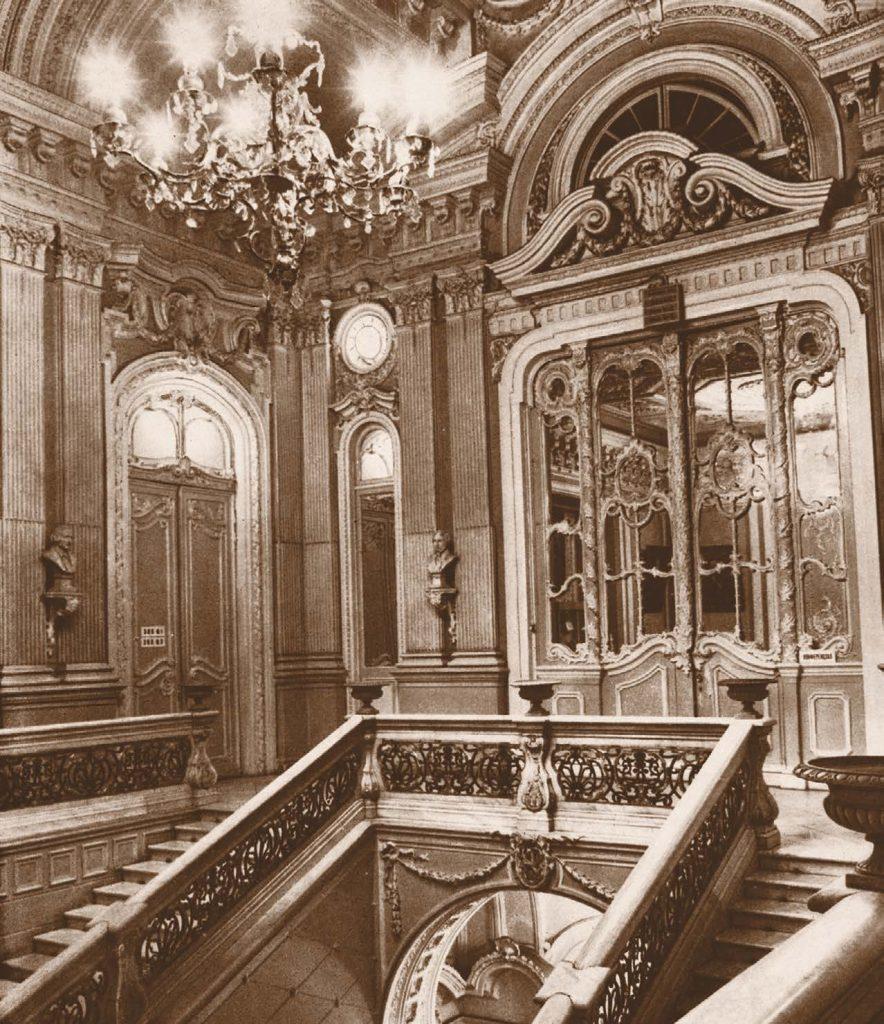 Парадная лестница особняка