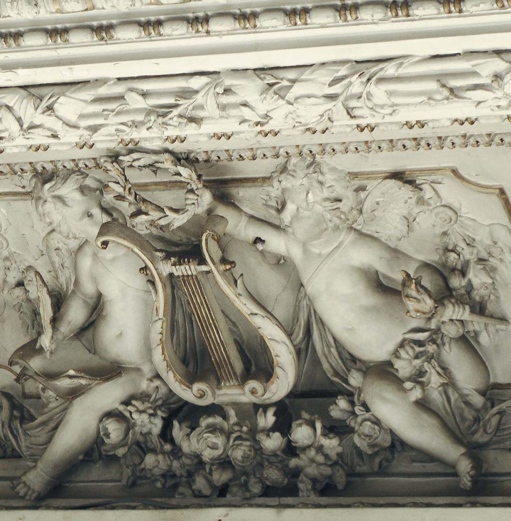 Лепной декор интерьера особняка Брусницыных. Белый зал