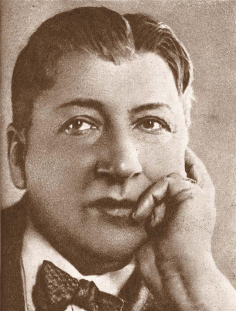 Актер Юрий Михайлович Юрьев — один из жильцов дома № 13, в честь которого установлена мемориальная доска