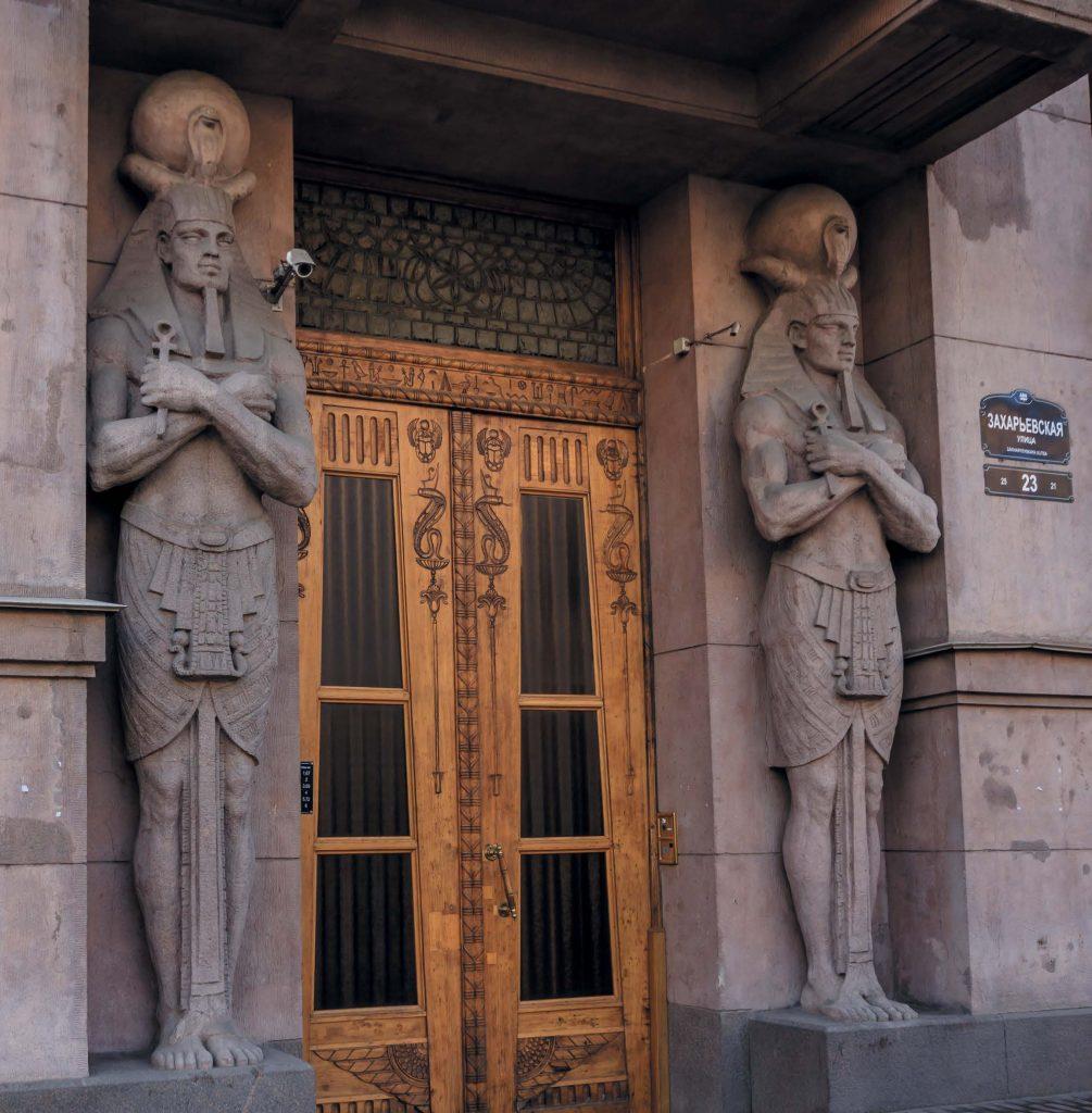 В архитектуре Египетского дома использованы изображения с гробниц египетских фараонов