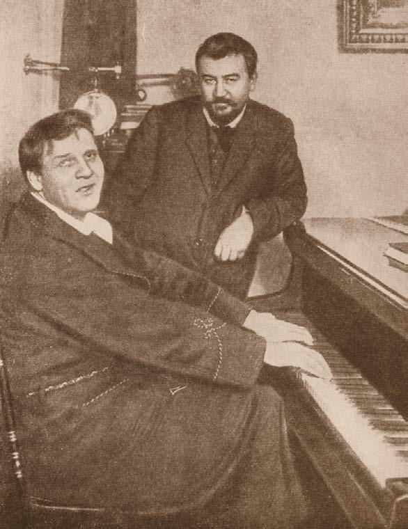 Фёдор Иванович Шаляпин (играет) и Александр Иванович Куприн (стоит). Фотография. Карл Булла. Начало XX в.