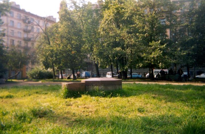 Памятный знак на месте гражданской казни Н.Г. Чернышевского