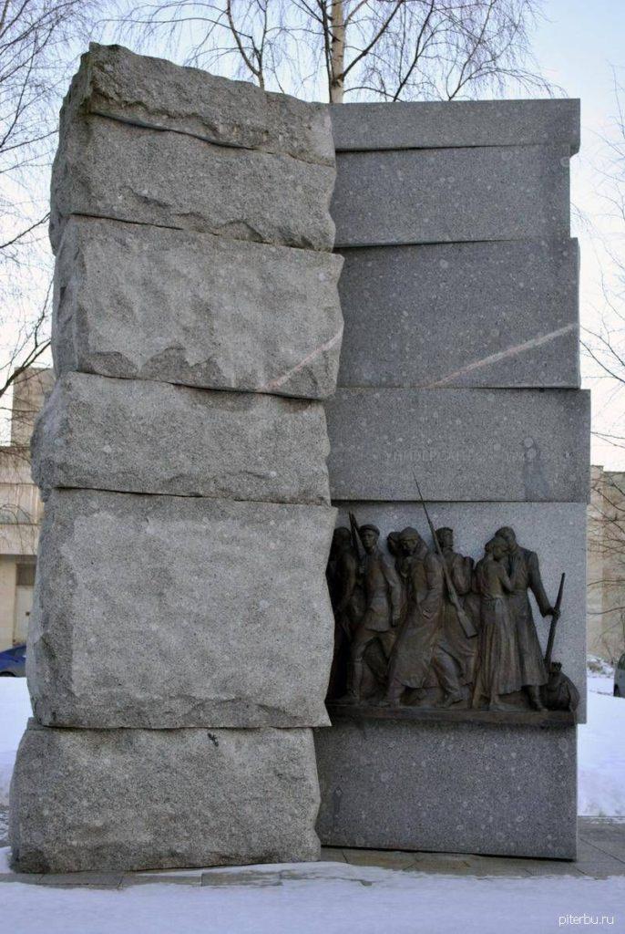 Памятник универсантам - участникам ВОВ на территории УНК Санкт-Петербургского государственного университета в Петродворце