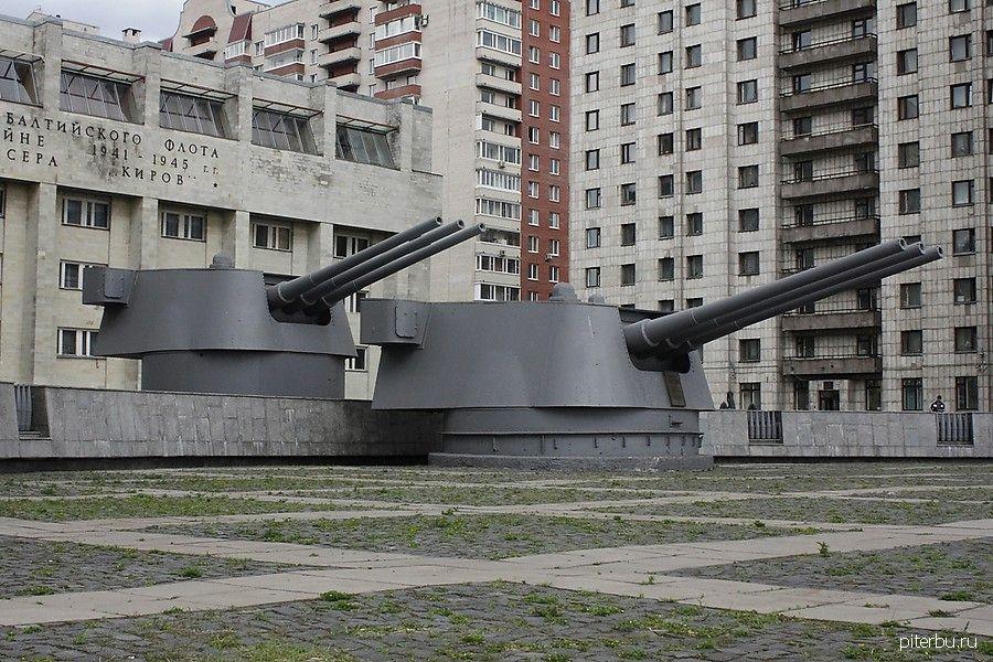 Мемориал в память о подвиге Краснознаменного крейсера «Киров» в ВОВ и 900-дневной блокады города