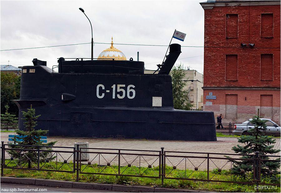 Памятный знак подводникам-балтийцам в Кронштадте на пересечении Флотской ул. и ул. Восстания
