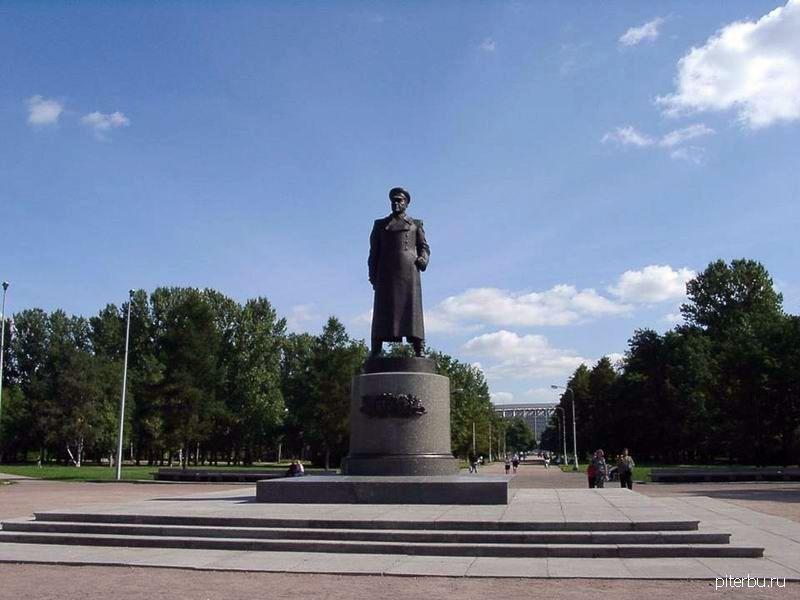 Памятник Г.К. Жукову в парке Победы в Московском районе Петербурга