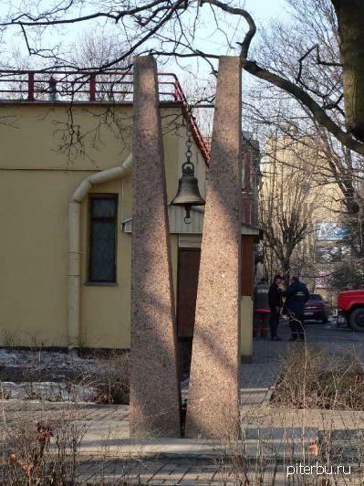 Мемориал пожарным 10-го отряда пожарной охраны в Петербурге (Загородный пр. 56)