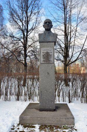 Бюст Щукина А.Н. на Аллее героев Московского парка Победы в Петербурге
