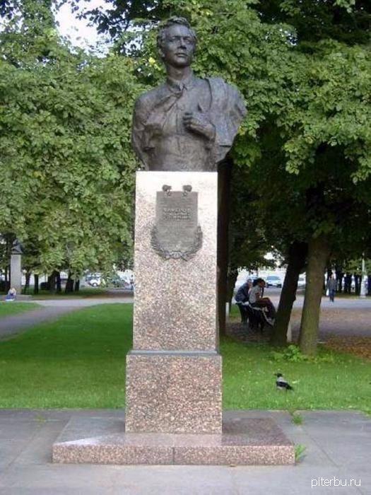Бюст Чичерова В.С. на Аллее героев Московского парка Победы в Петербурге
