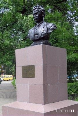 Бюст В.П. Ногина на пр. Обуховской Обороны, 70 в Петербурге