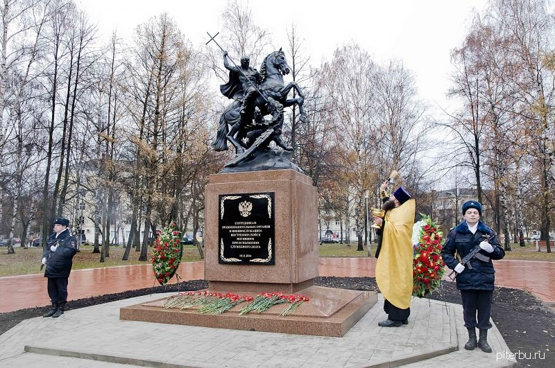 Памятник сотрудникам Министерства внутренних дел России в Петербурге