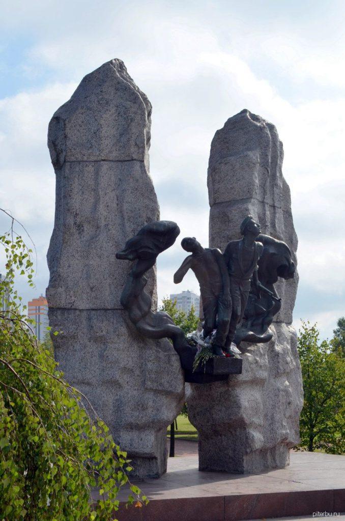 Памятник воинам погибшим в Афганистане в Петербурге