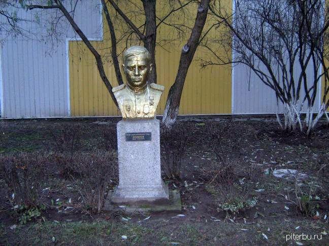 Бюст И.Е. Бизюкова в Петербурге