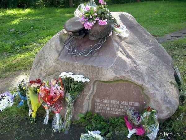 Памятник «Всем жертвам Гражданской войны» в Петербурге у школы № 138