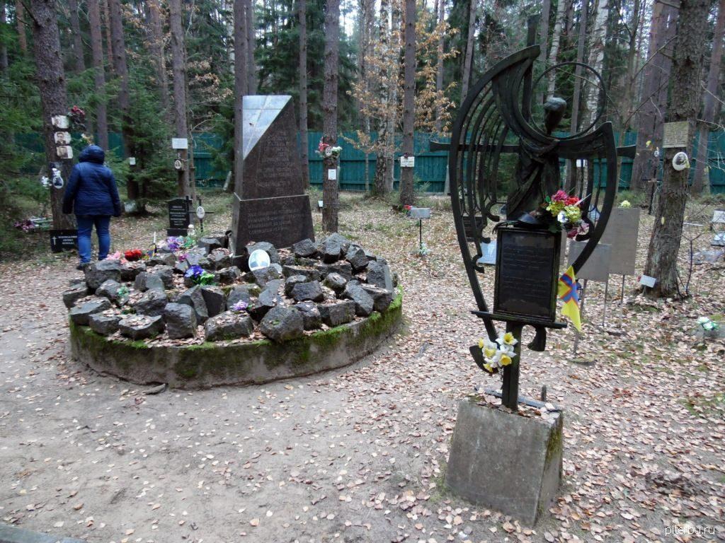Финский ингерманландский памятник погибшим во время сталинского террора в Петербурге