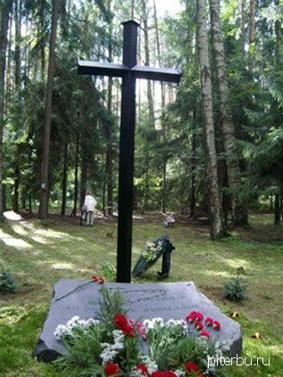 Памятный крест погибшим «Немцам России» во время сталинского террора в Петербурге