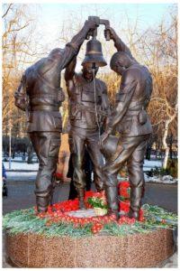 Памятник советским воинам, погибшим в Афганистане в Петербурге на Серафимовском кладбище