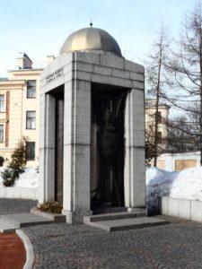 Памятник военным медикам в Петербурге на Площади военных медиков