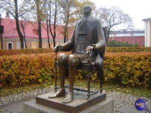 Памятник Петр I в Петербурге в Петропавловской крепости
