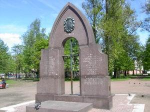 Памятник первостроителям Петербурга в Петербурге в саду им. Карла Маркса