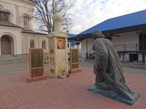 Памятник «Александр Невский коленопреклоненный перед иконой Божьей Матери» в Петербурге в поселке Ленинское