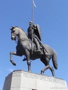 Памятник Александру Невскому в Петербурге на площади Александра Невского