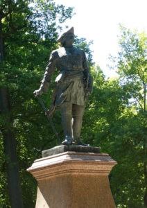 Памятник Петру I в Петербурге на улице Нахимова