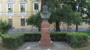 Бюст П.П.Семенова-Тян-Шанского в Петербурге на Лермонтовском проспекте