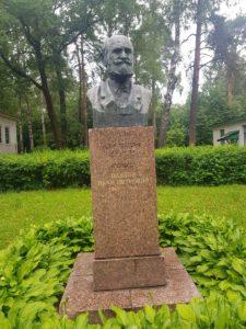 Бюст И.П.Павлова в Петербурге на ул. Академика Павлова