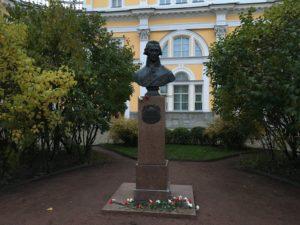 Бюст Г.Р.Державина в Петербурге на наб. р. Фонтанки