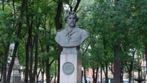 Бюст В.И.Сурикова в Петербурге на Университетской набережной